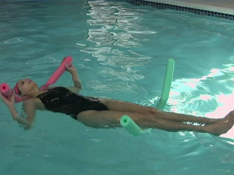 Плавание при грыже позвоночника – польза или вред?